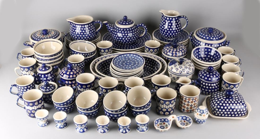 Extensive Polish Boleslawiec earthenware service. Consisting of: Fifteen plates,