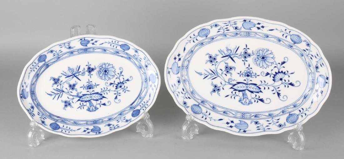 Two German Meissen porcelain meat dishes with Zwiebelmuster decor. Second half o