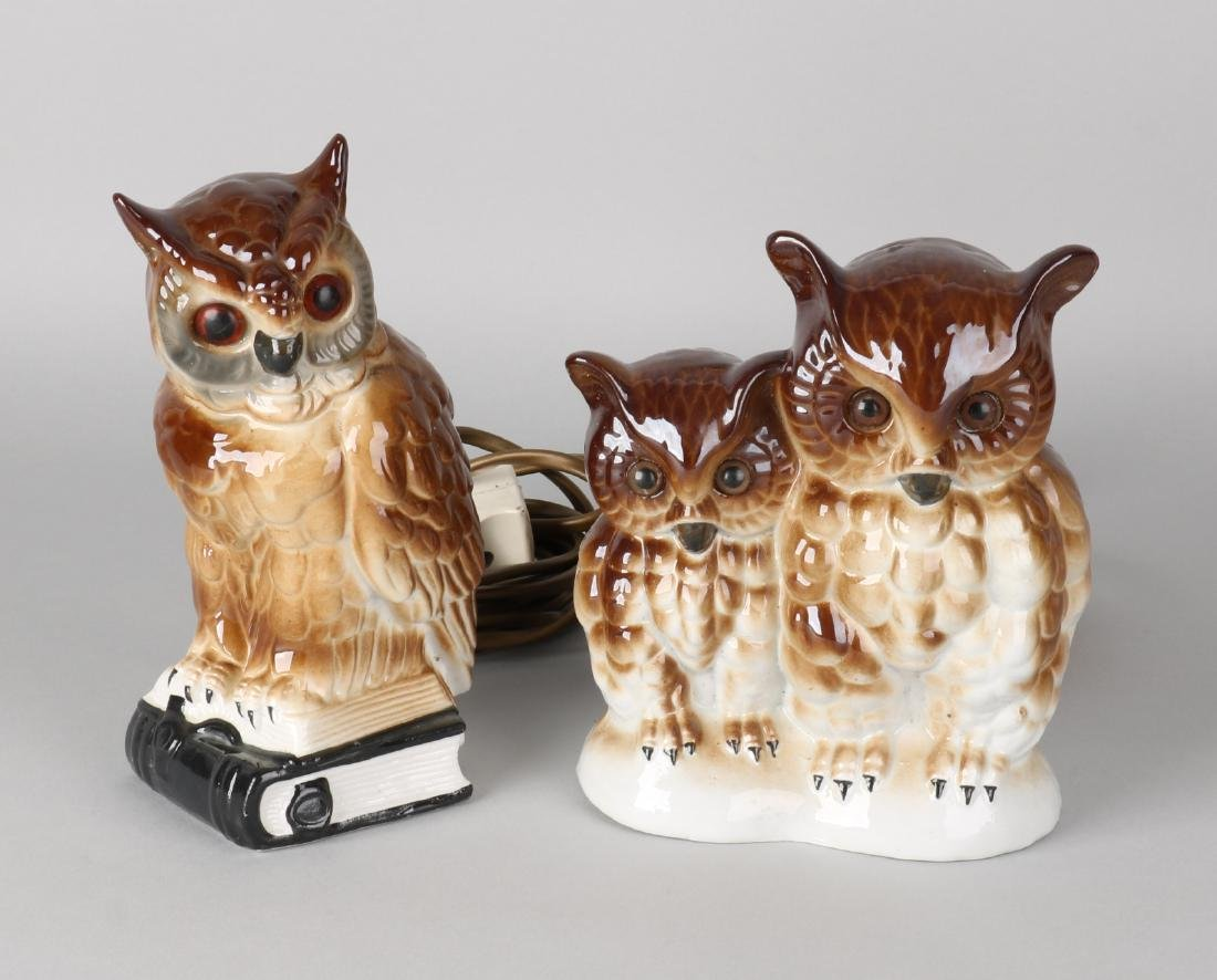 Two German porcelain (smoking) owls. Electric. Size: 16 - 19 cm. In good conditi