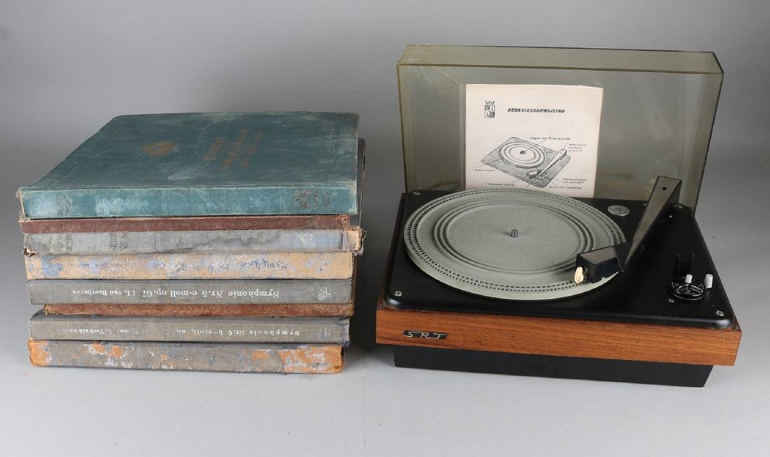 Collection of old bakelite LPs with record player SRT  - Jan 12