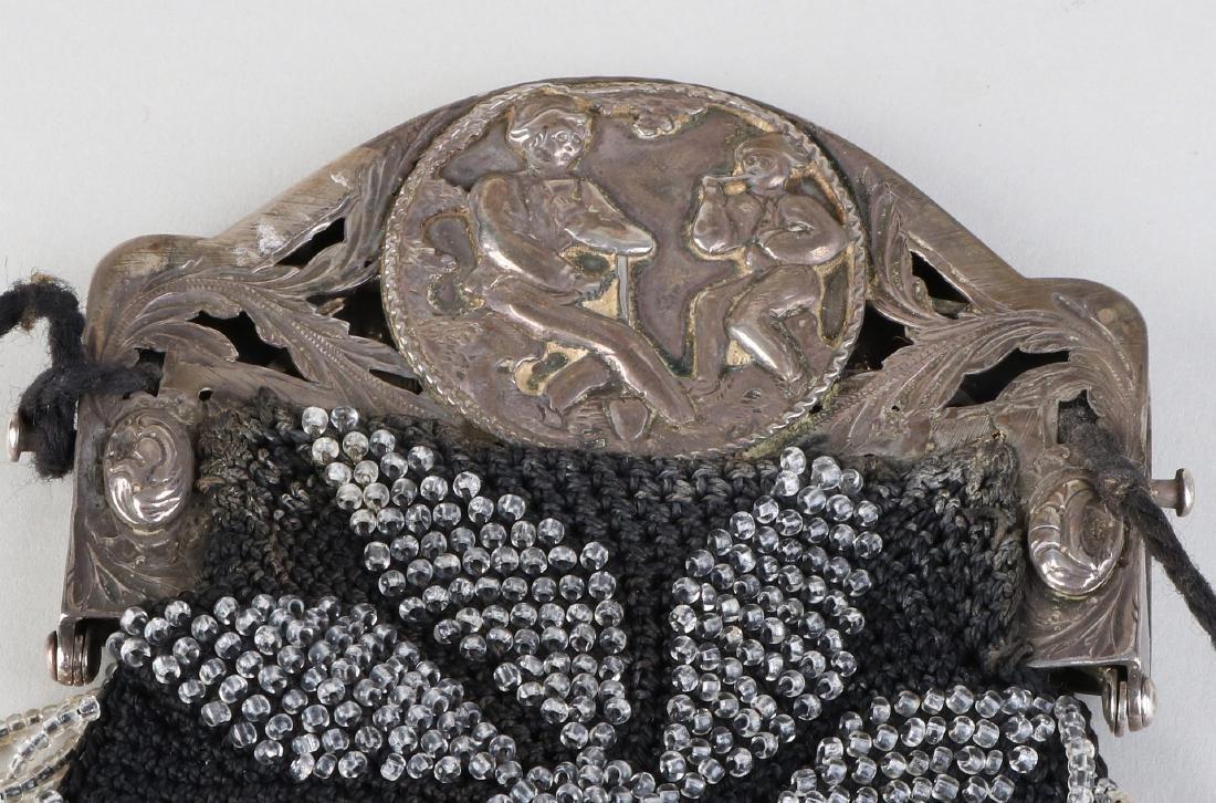 Purse with silver bracket, 833/000, contoured bracket,
