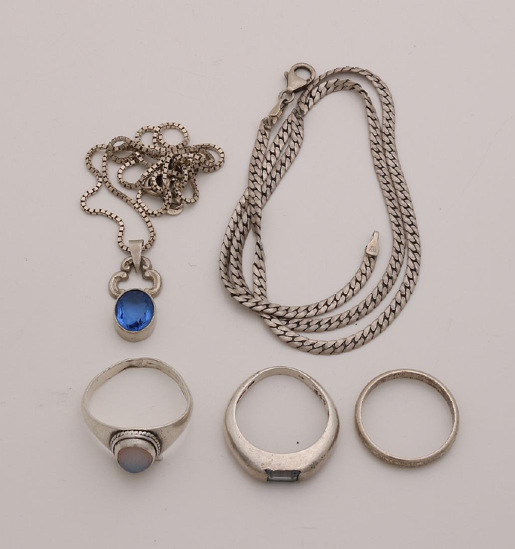 Lot of silver jewelry with 3 rings, a necklace with