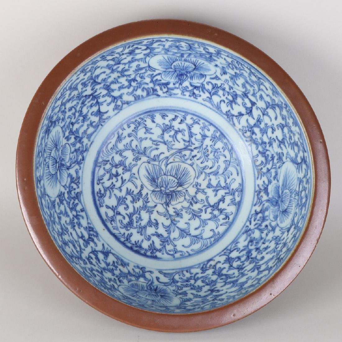 Large 19th century Chinese porcelain capuchin bowl with - 2