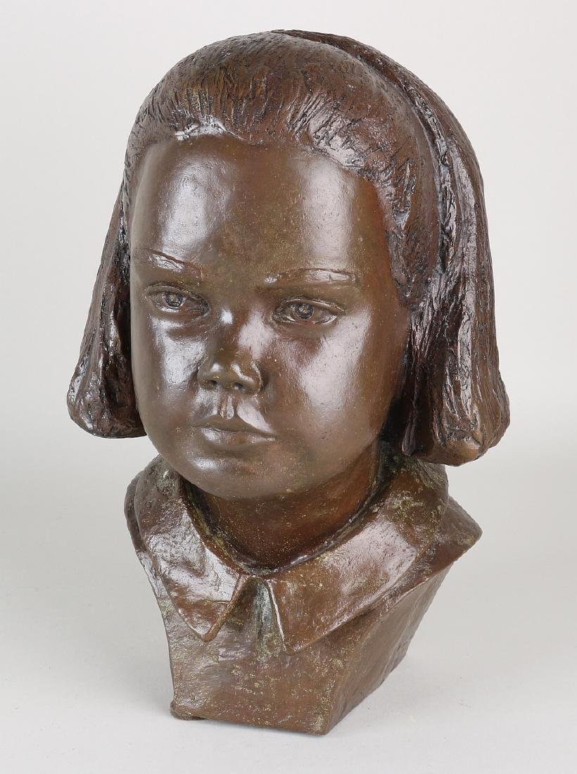 Signed bronze girl's bust. J. Hoyerich 86. Dimensions: