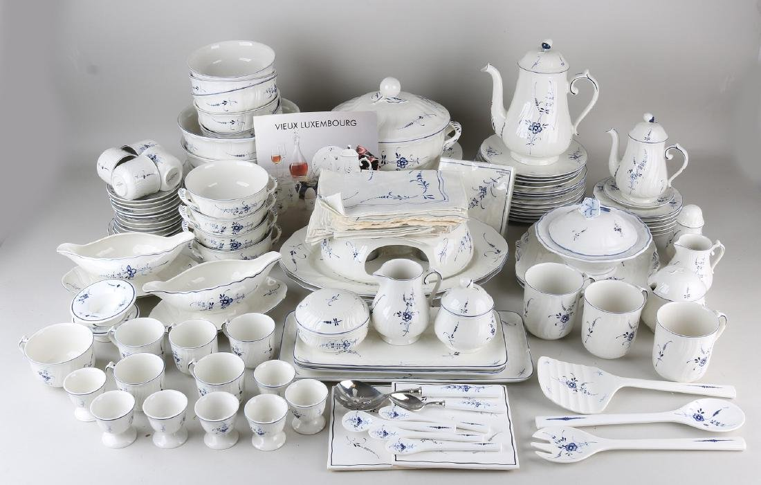 Extensive Villeroy and Boch service with blue floral