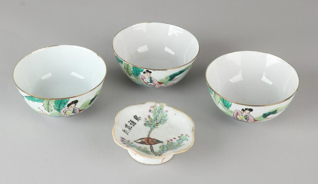 Four times antique Chinese porcelain. Consisting of