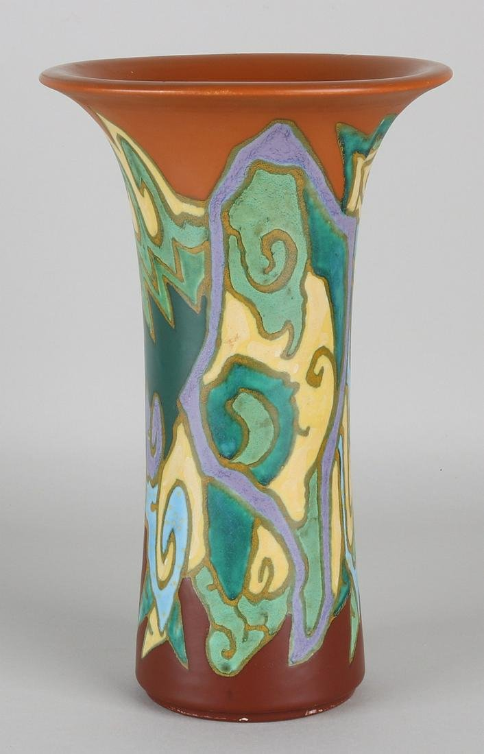 South Holland pottery Breetveld vase. Nr. 1822 B. 51.