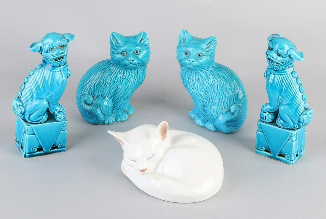 Five times old porcelain. 20th century. Consisting of: