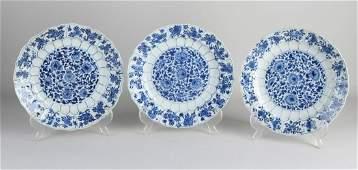 Three 17th - 18th century Chinese porcelain Kang Xi