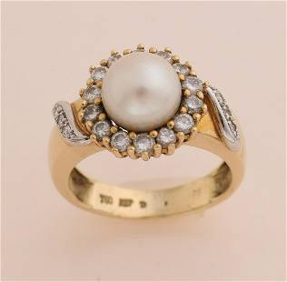 Gold ring with pearl and diamond