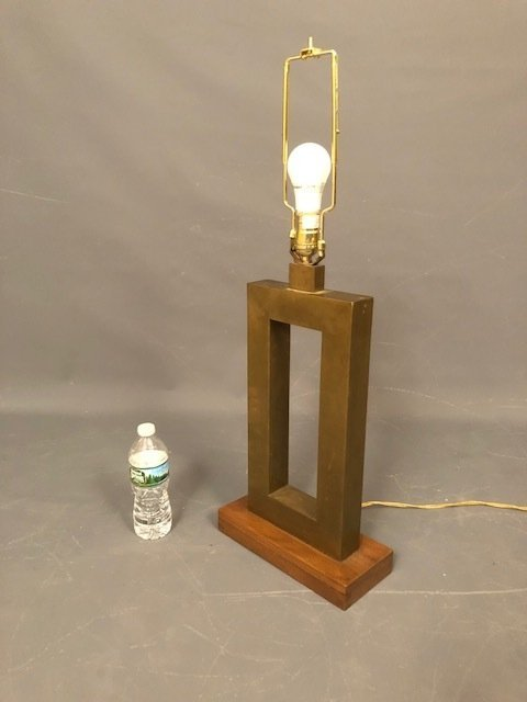 Brutalist Table lamp brass with wood base - 4