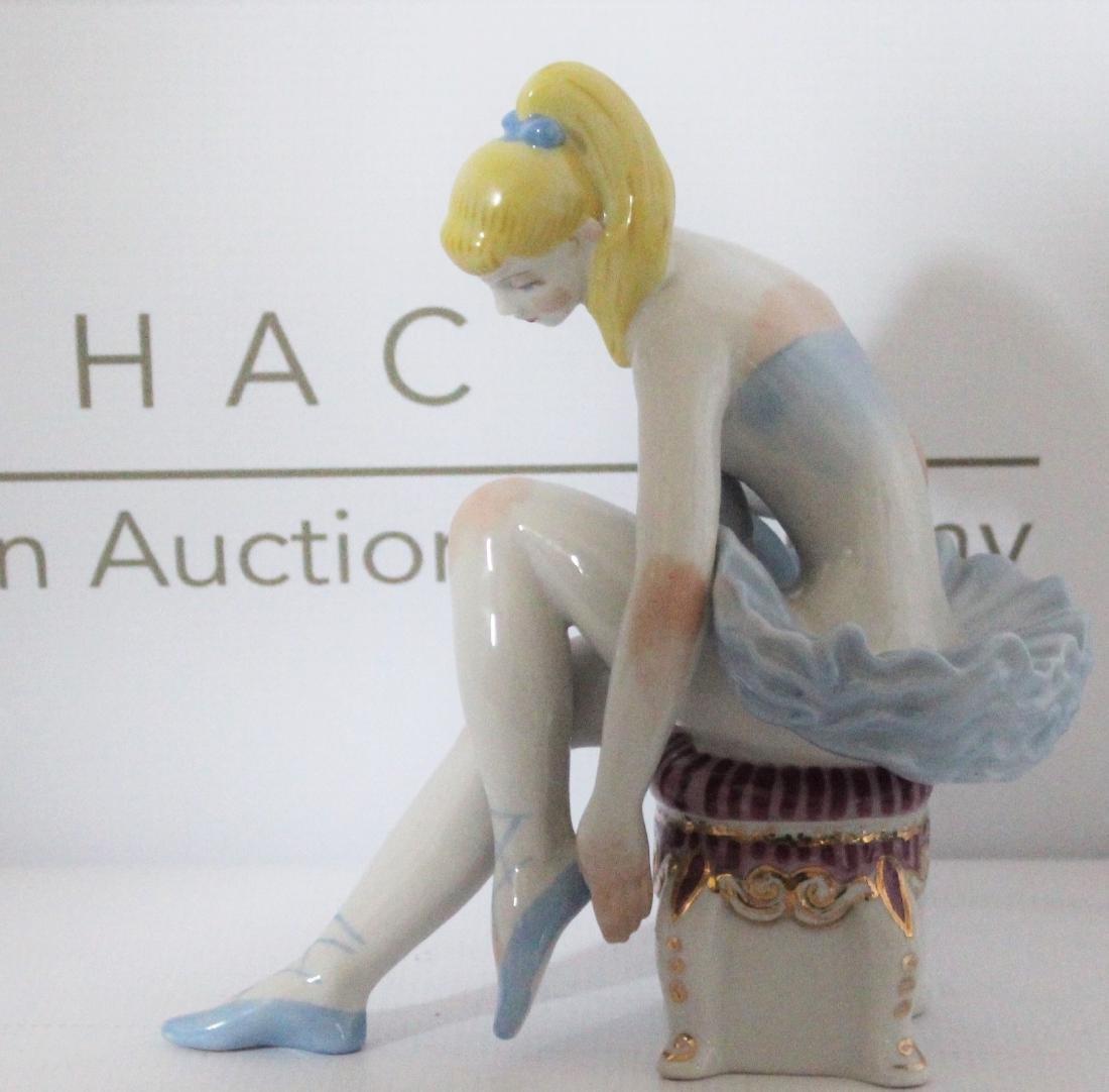 Jeff Koons Style Sculpture