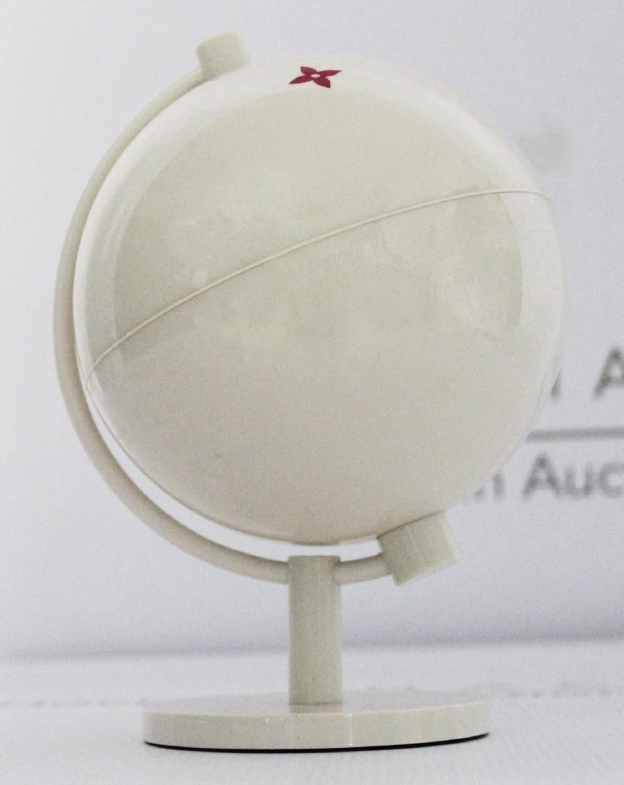 Louis Vuitton Globe - 2