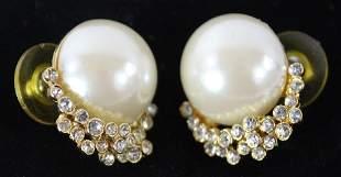 Vintage Pair of Pearl Earrings