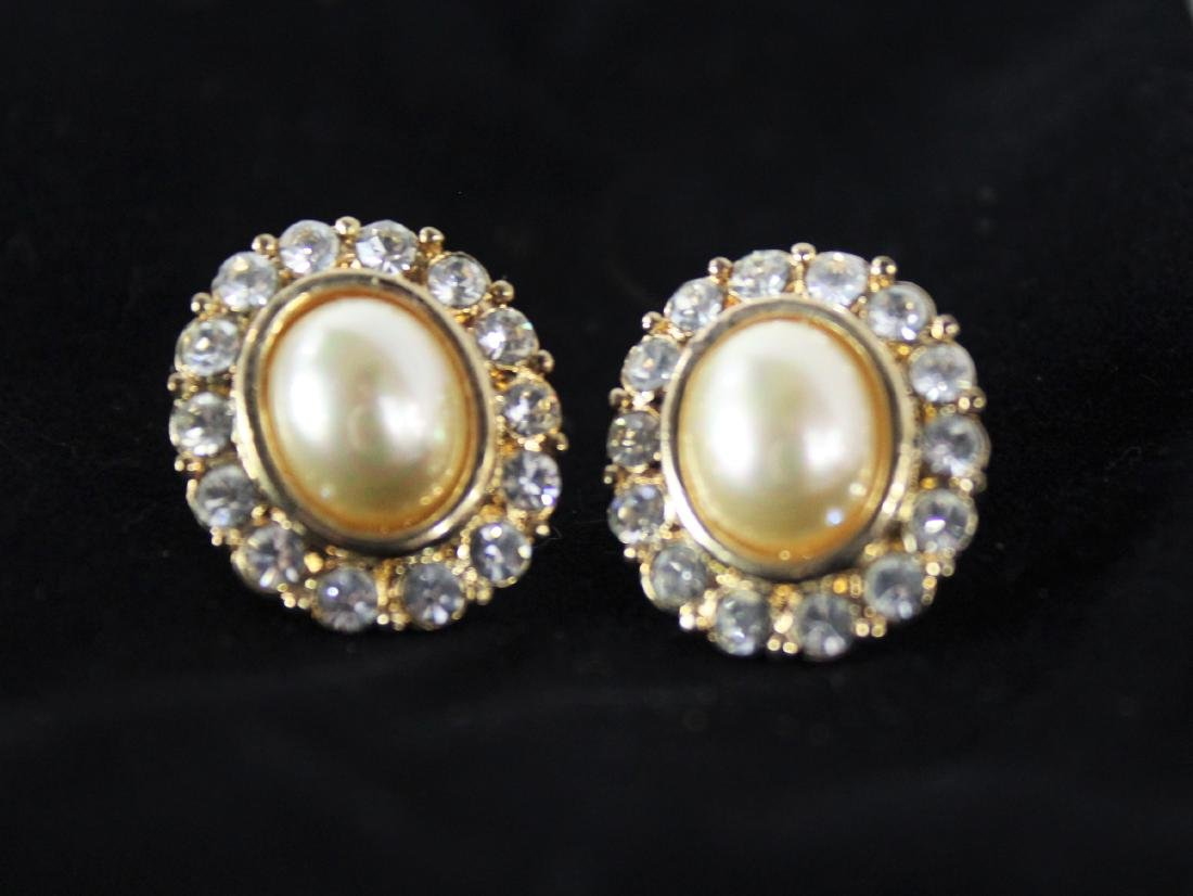 Vintage Pair of Pearl Earrings