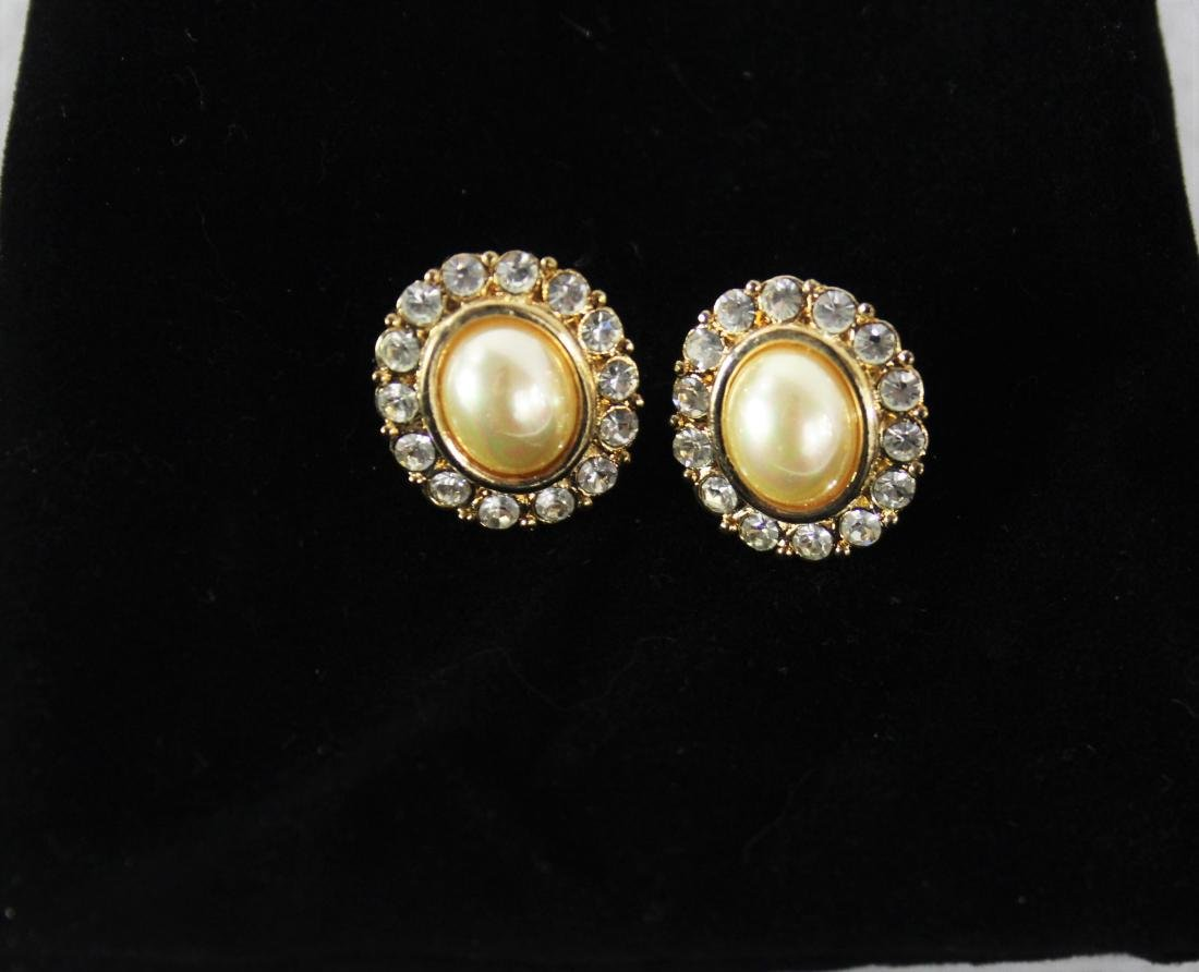 Vintage Pair of Pearl Earrings - 3
