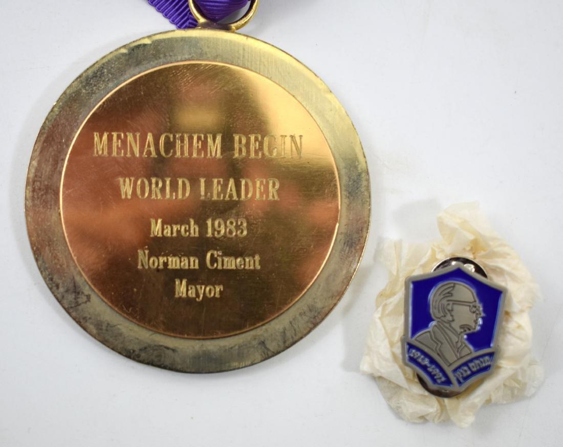 Clip + medallion which was given to Menachem Begin,