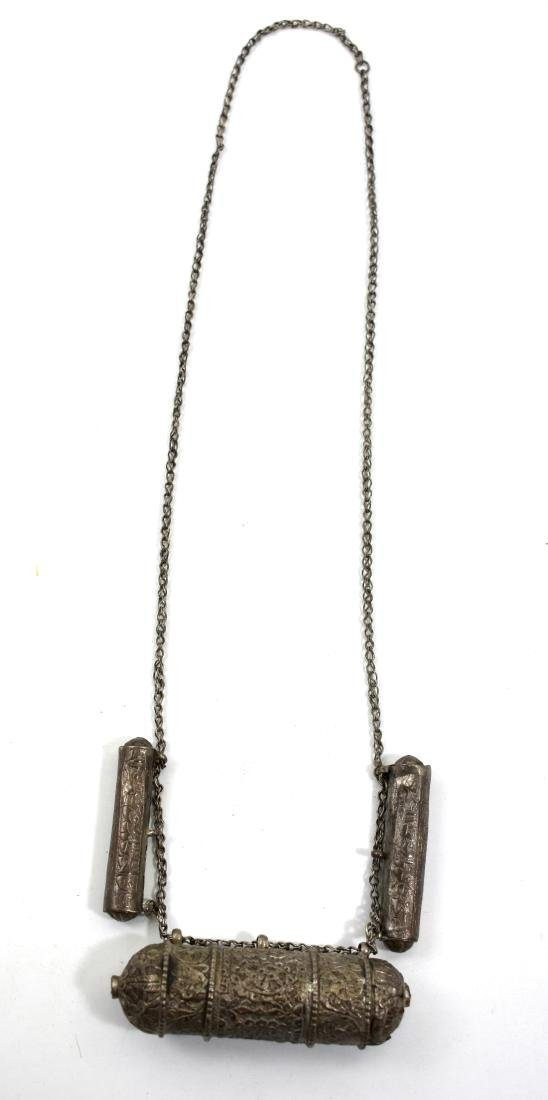 3lockets attached to a chain, weight 56cm