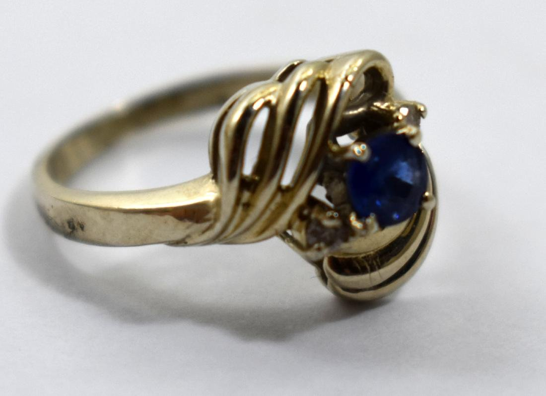 14k gold ring, imbedded with gemstones size 16.5,