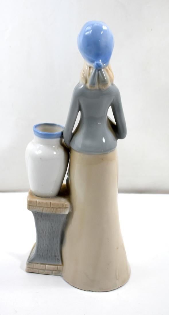 Porcelain figurine  of a woman, European - 3