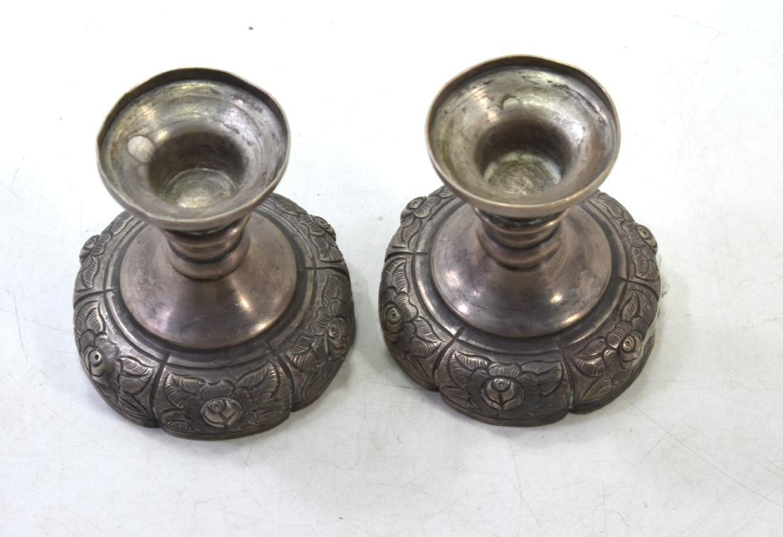 Pair of candlesticks with flower decoration, made of - 4