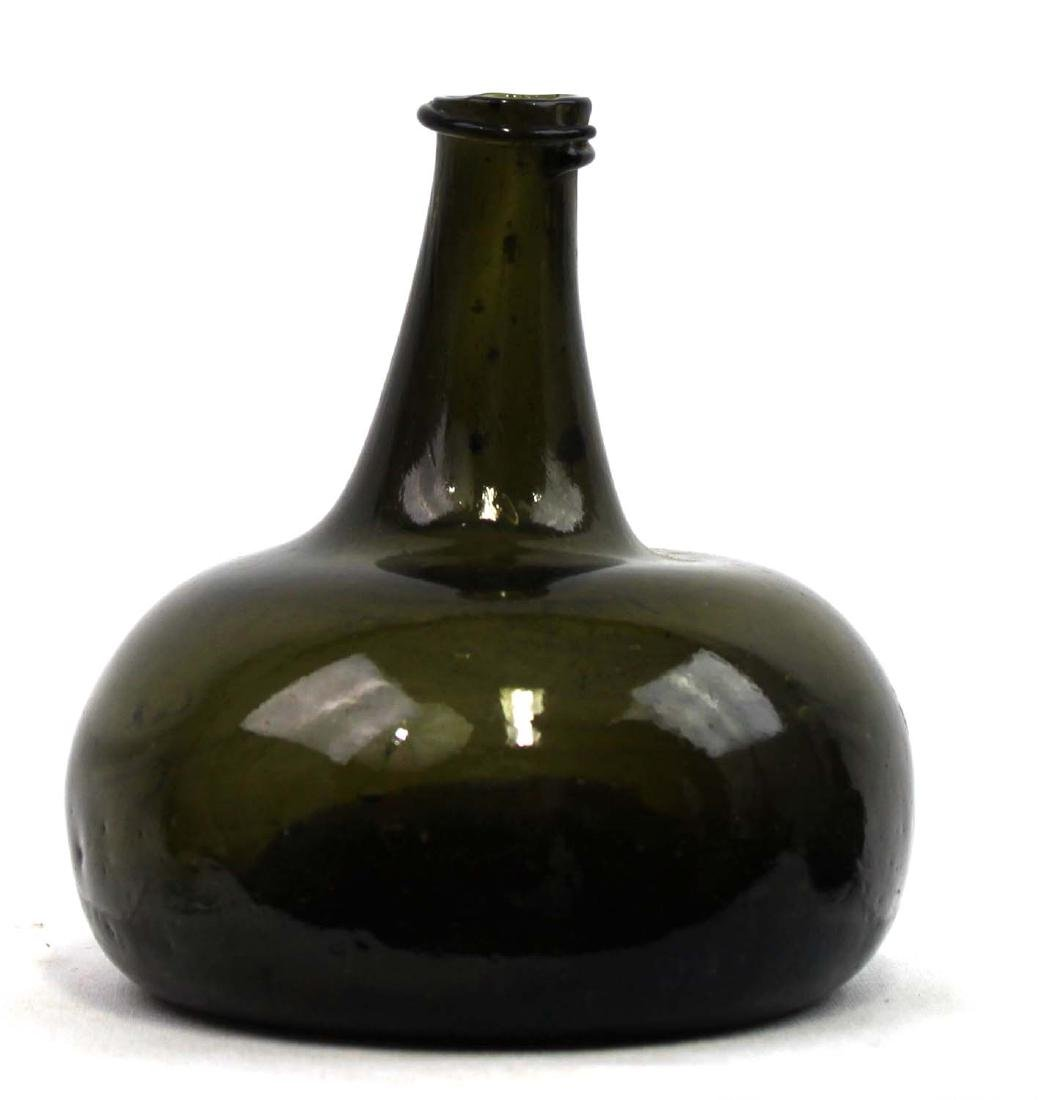 18 Century green glass Wine bottle - 3