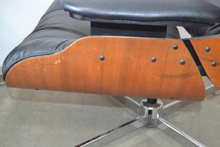 Pair of Eames Style Mid-Century Modern Lounge Chairs - 4