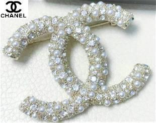 Clasic Chanel Pearl/Crystal Brooch