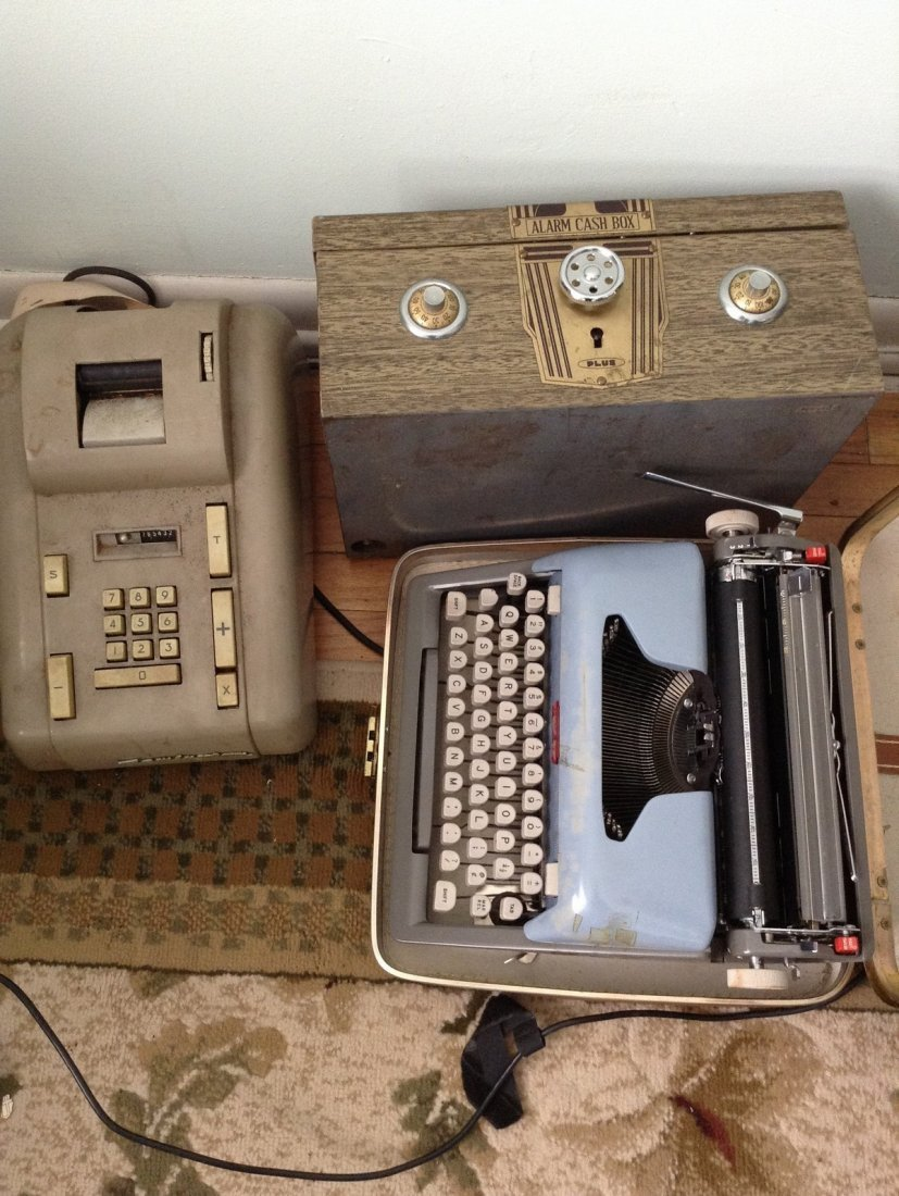 Vintage Royal Typewritter, cash box and Remington