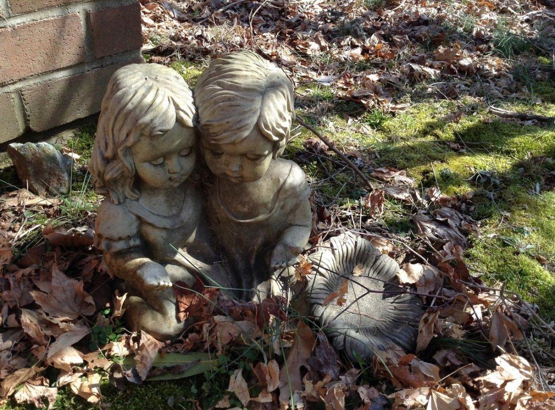 Resign Girl & Boy Lawn oranament