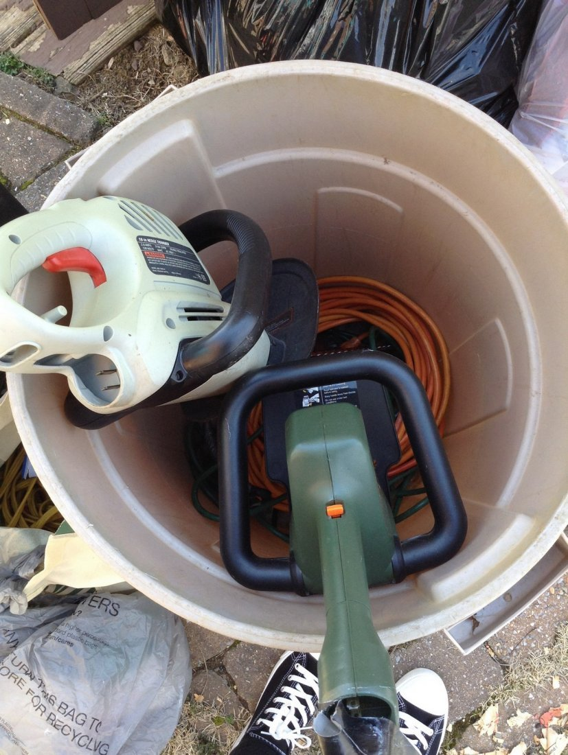 Electric gardening tools; extention cords; trash can