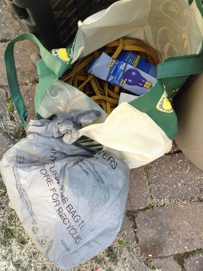 Electric gardening tools; extention cords; trash can - 2