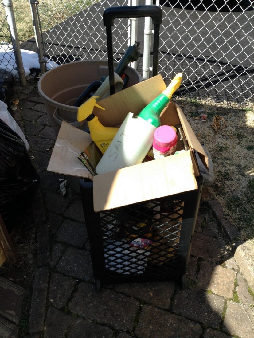 Electric gardening tools; extention cords; trash can - 3