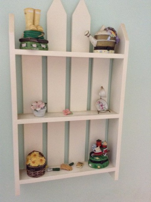 Knick-knack shelve and contents