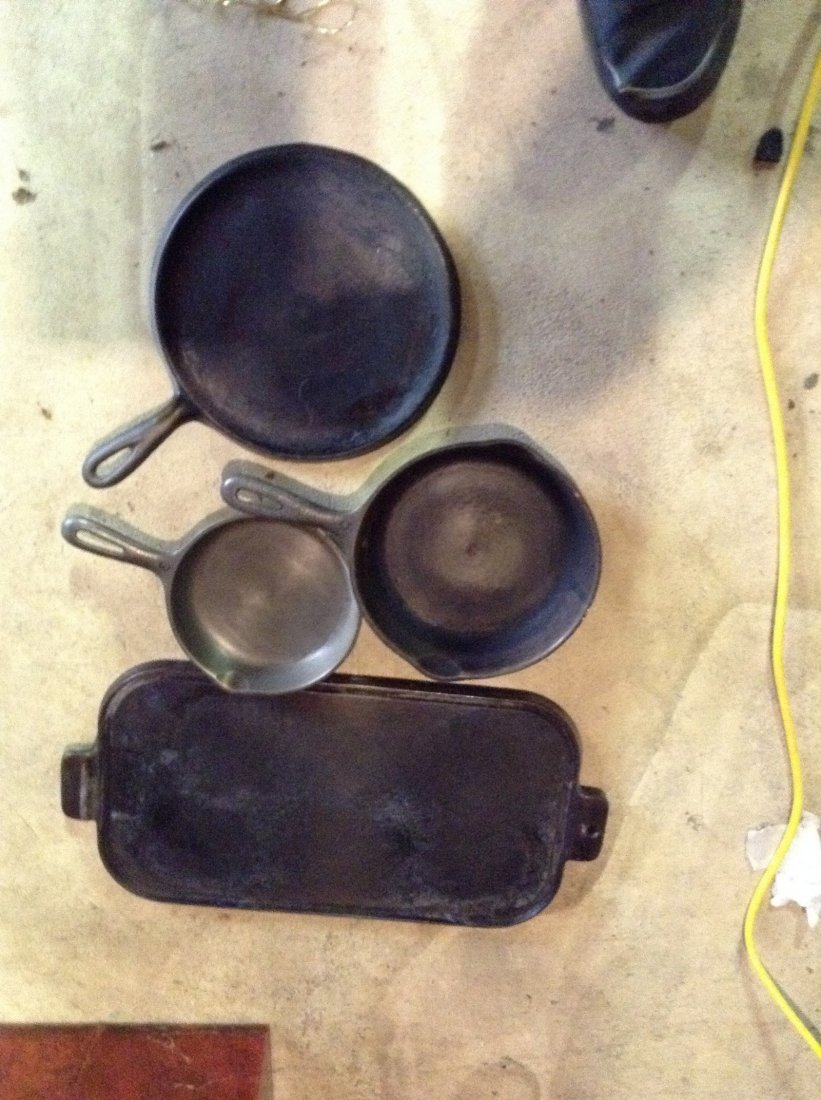 Lot of 4 Cast iron frying pans