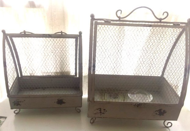 2 Metal cages