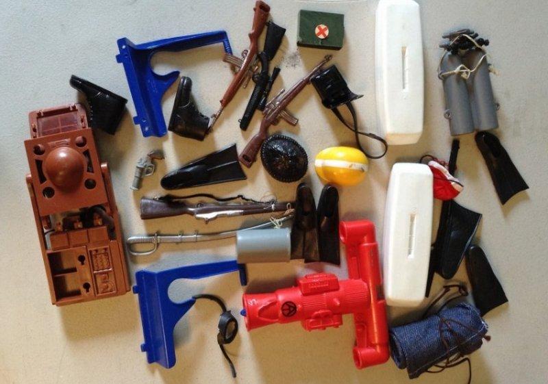 GI Joe with wood box & accessories - 2