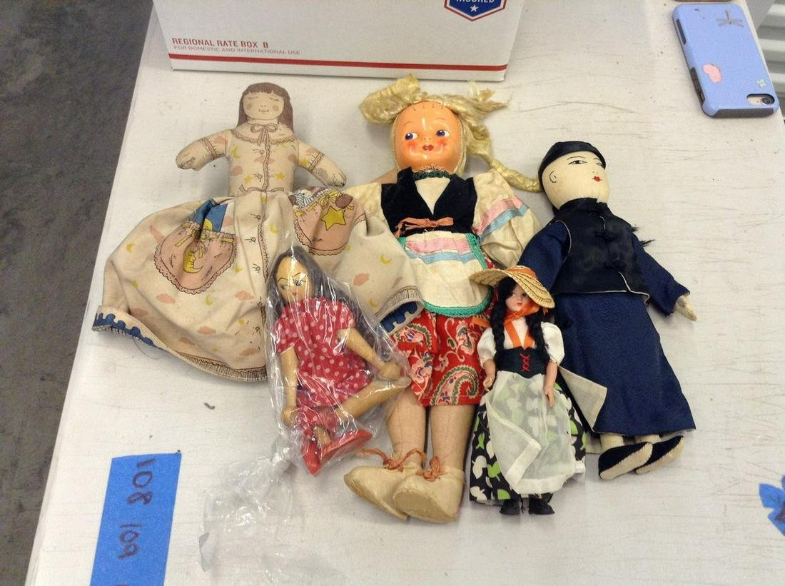 lot of vintage dolls