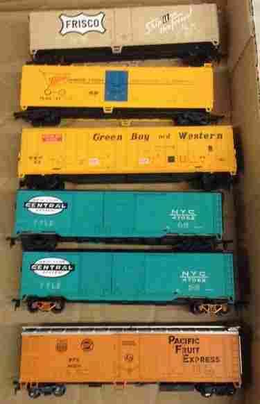 lot of 6 ho train cars