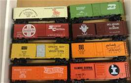 lot of 8 ho train cars
