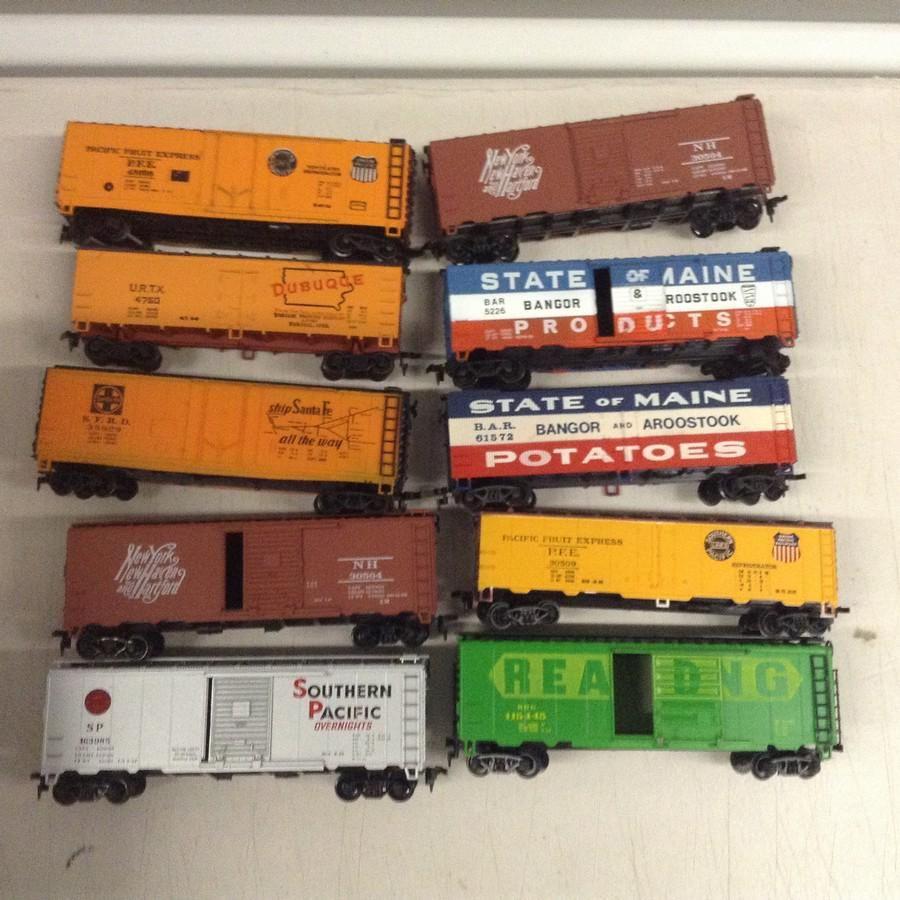 lot of 10 ho train cars