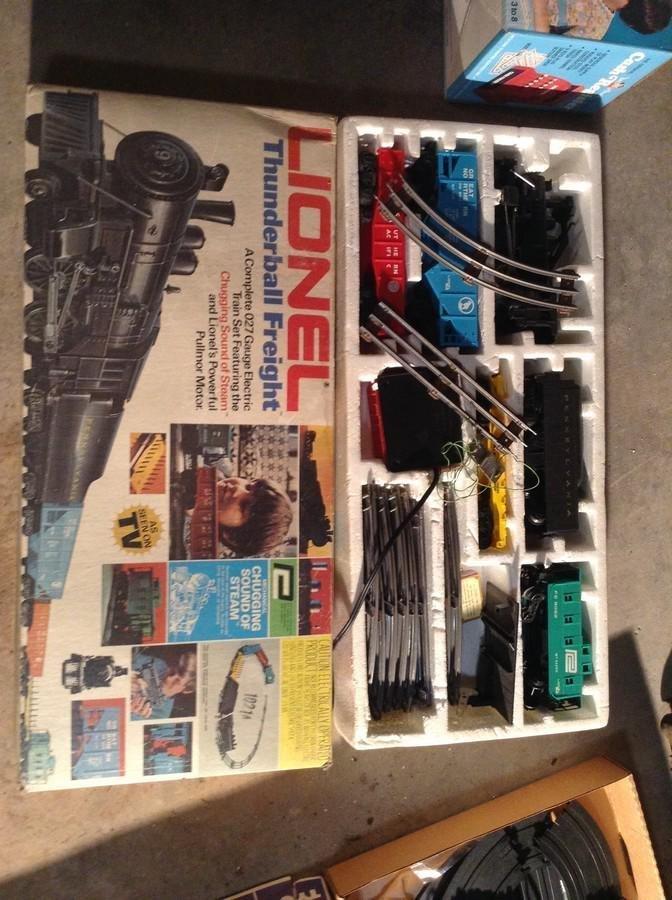 Lionel thunder ball train set 27