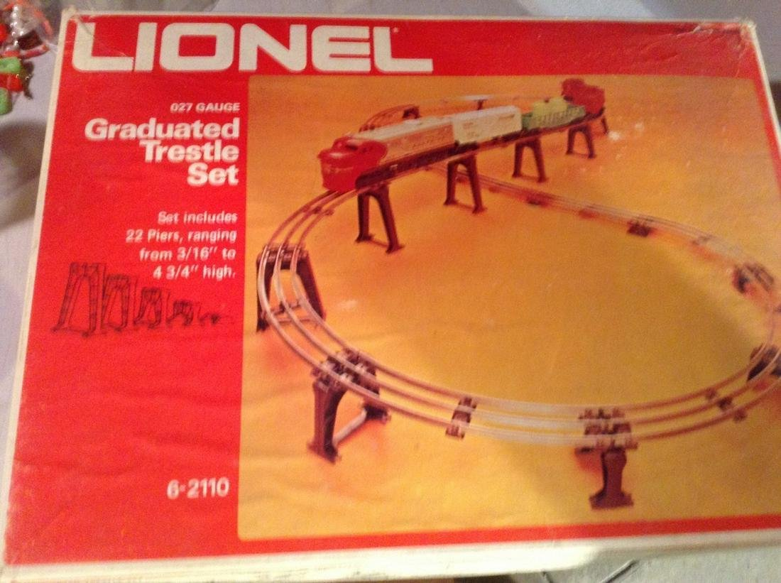Lionel train trestle set 027