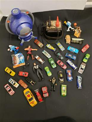 Large lot of childrens toys