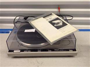 Technics turntable system SL-Q3