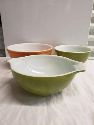 Lot of 3 vintage Pyrex bowls