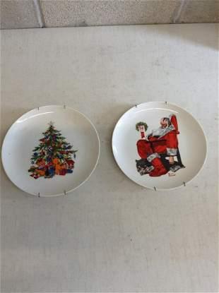 lot of decorative christmas plates