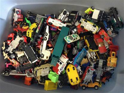 Large lot of Matchbox cars, Hotwheels and more