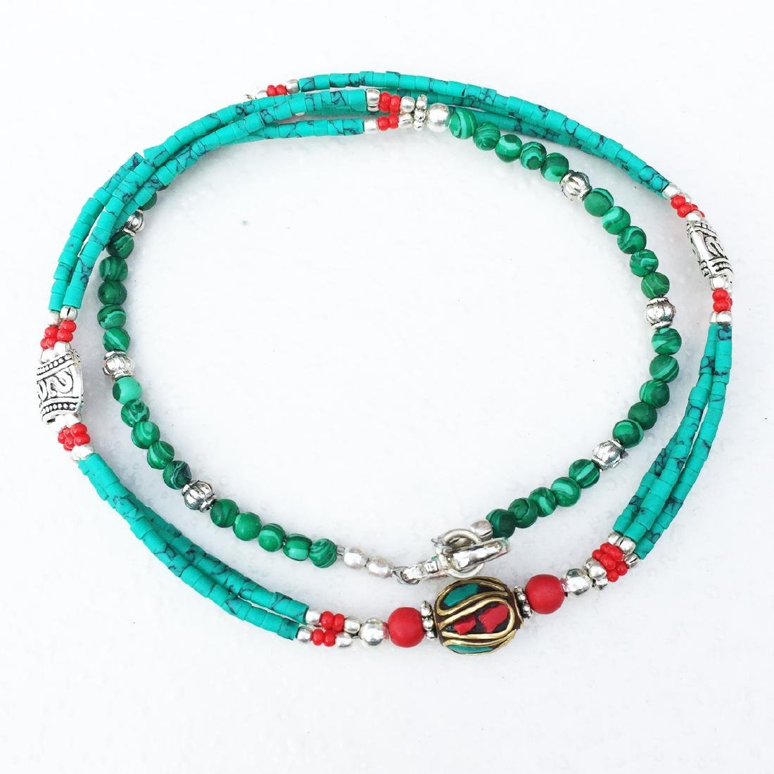 SINGLE STRAND TURQUOISE BEADED NECKLACE WITH BEAD