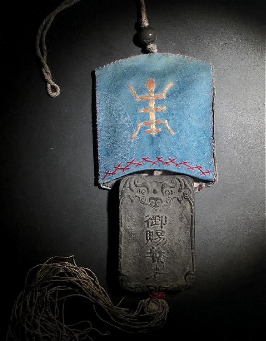 chinese chenxiang pendant